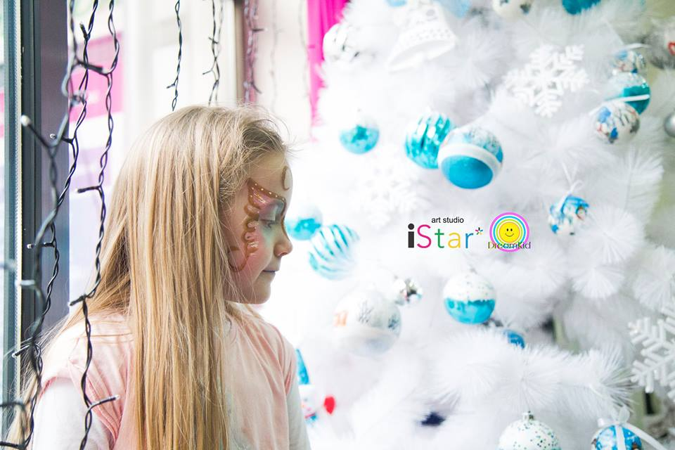"""Shkolla e aktrimit """"iStar Academy"""" e drejtuar nga aktorja Teuta Krasniqi organizon """"Kursin online të gjuhë shqipe"""" për fëmijët dhe të rriturit e Diasporës"""