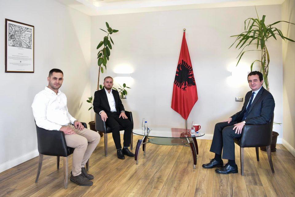 Ramazan Fetahu nga Opoja e Sharrit u anëtarësua në Vetëvendosje, mirëpritet nga Albin Kurti