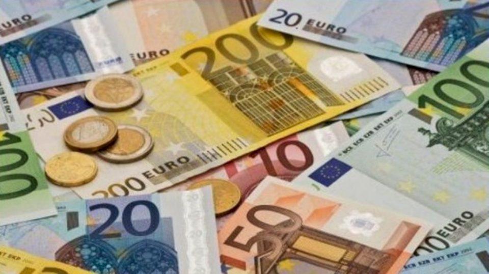 Bankat e shtrënguan 'dorën' në pandemi