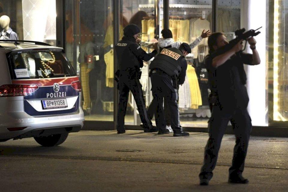 Komuniteti Musliman Shqiptar në Zvicër dënon sulmin terrorist në Vjenë