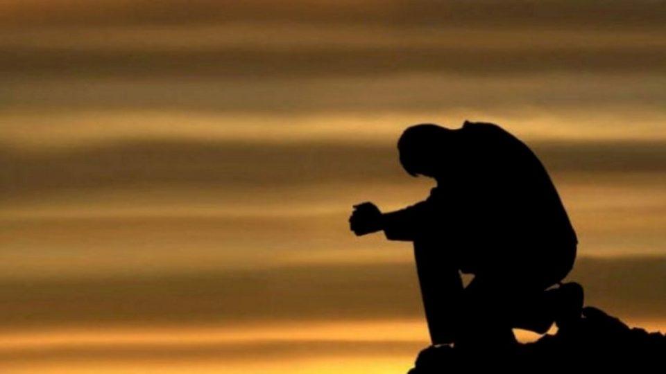 Kënd e poshtëron Allahu,  askush nuk mund ta bëjë të nderuar
