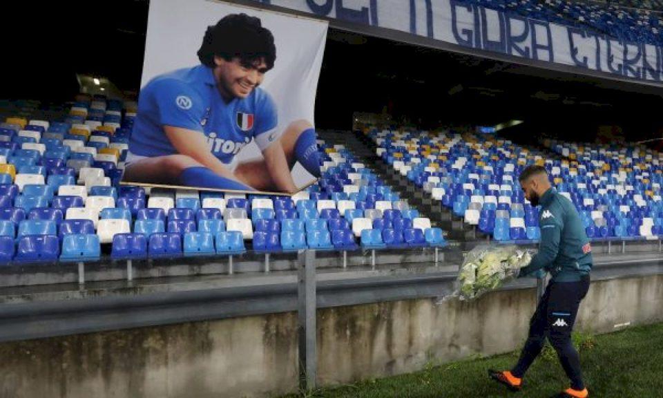 Zyrtare: Stadiumi i Napolit merr emrin e legjendës Maradona!