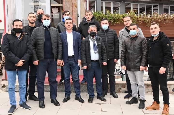 Deputeti Kujtim Gashi viziton Dragashin, takohet me kryetarin dhe bashkëpartiakët e tij