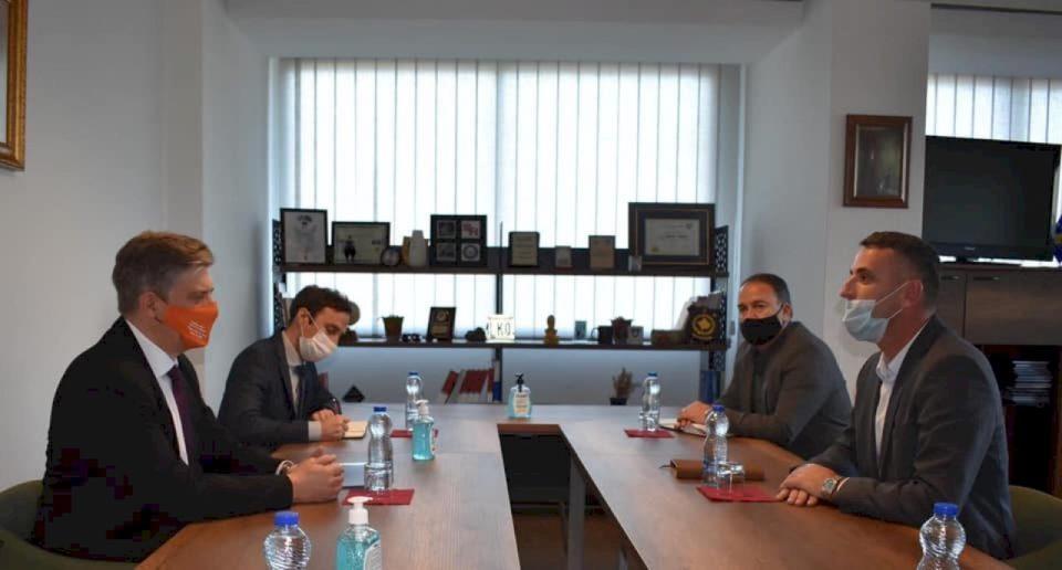 Siguria në Kosovë, shefi i EULEX-it takohet me drejtorin e SHKK-së