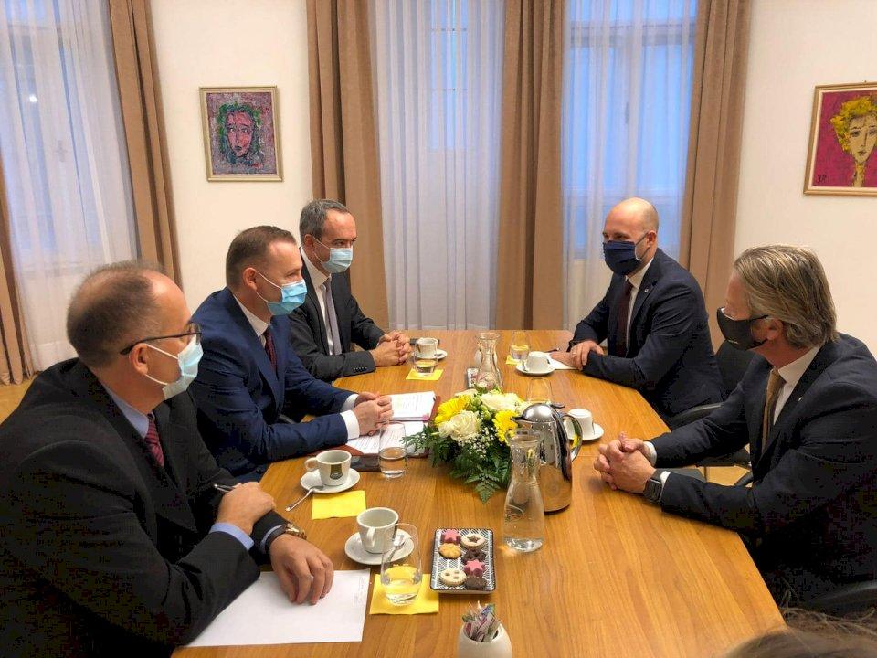 Ministri Zemaj: Vjena mbështet Kosovën në fushën e shëndetësisë dhe edukimit