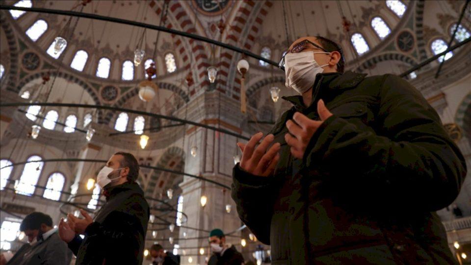 Pas namazit të xhumasë në të gjitha xhamitë e Turqisë bëhet lutje për shi