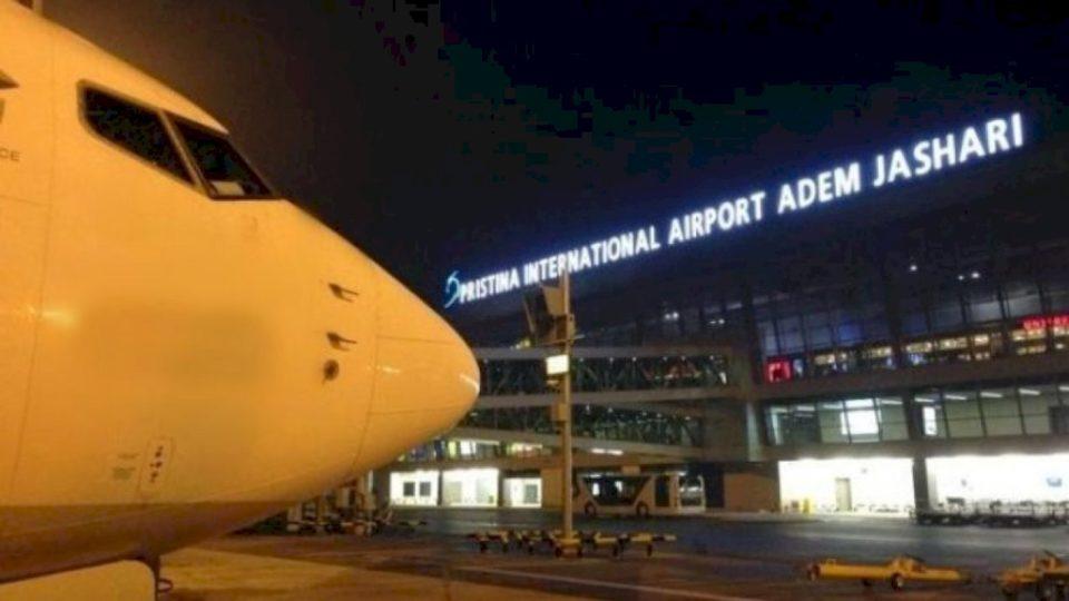 Ambasada me njoftim për qytetarët që duan të udhëtojnë drejt Kosovës