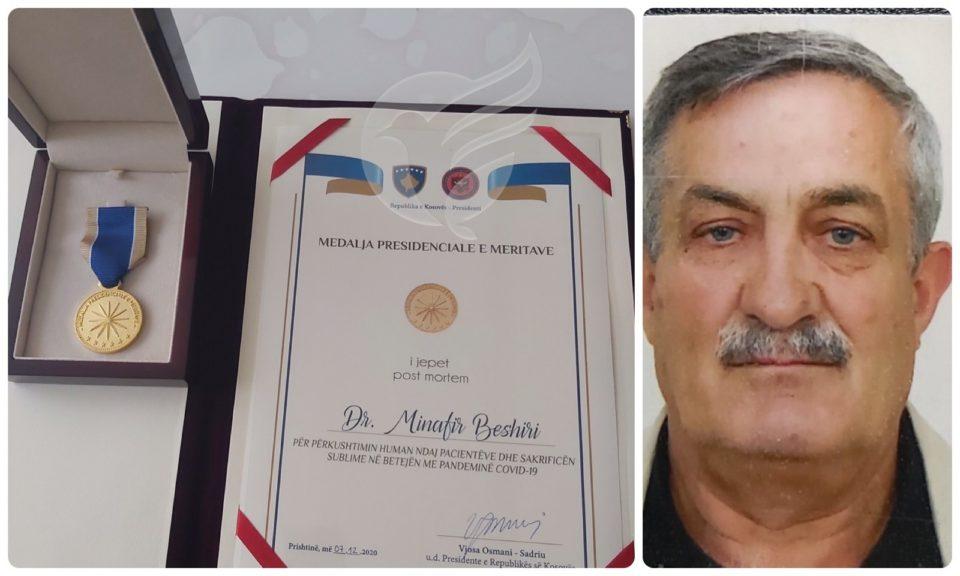 Medalje Presidenciale të Meritave, për mjekun Dr. Minafir Beshiri i cili qëndroi pranë pacientëve me Covid-19 për pasojë u infektua dhe humbi jetën