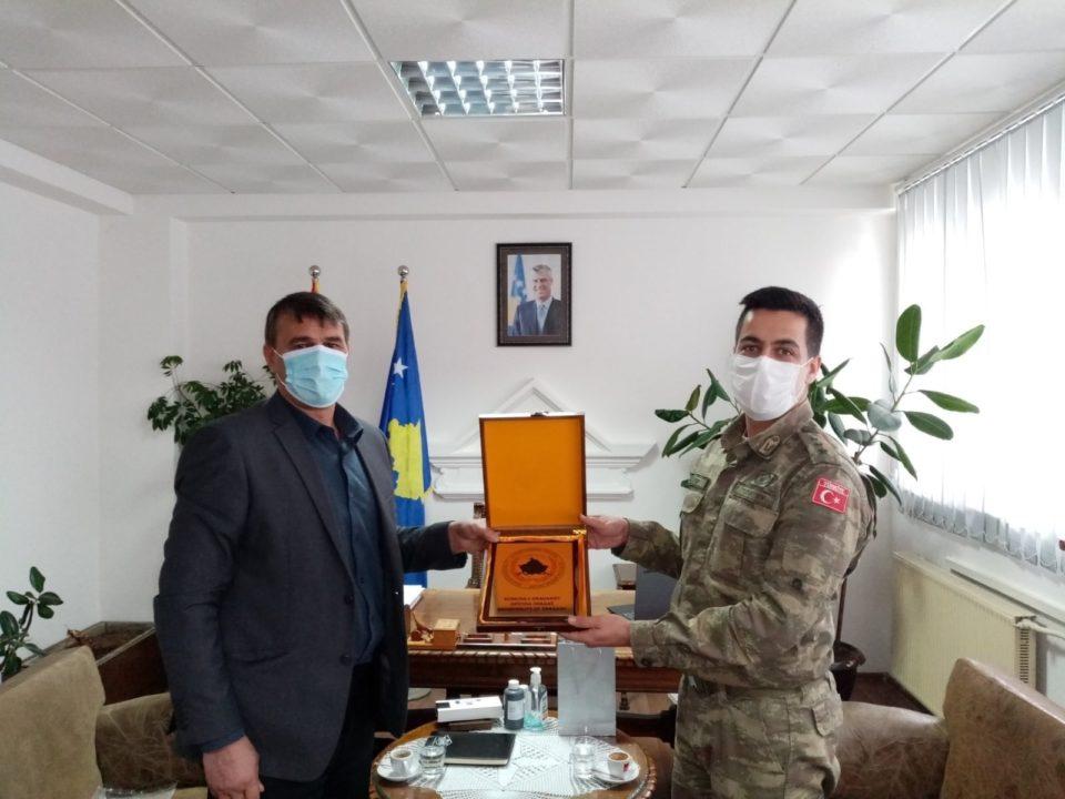 Shaban Shabani priti në takim lamtumirës komandantin e KFOR-IT TURK njësia në Dragash